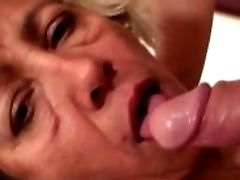 Cleaning Woman Spreads Her Old Muff For Him