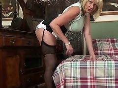 Hot Like Wifey Cougar Amy Goodhead Is Finger Fucking Her Twat