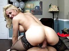 Voluotuous Wifey Shows Off Amazing Pornography