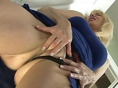Sassy Cockslut Erica Lauren Likes Having Her Gash Gobbled Before Having Hump
