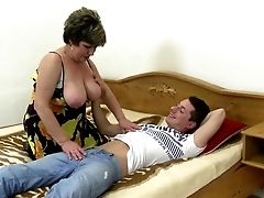 Tender Matures Mommy Wakes Up Not Her Sonny